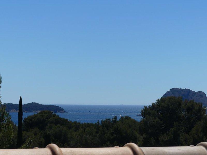 Joli T2 duplex à 500m des plages, vue mer, dans résidence calme, location de vacances à La Ciotat