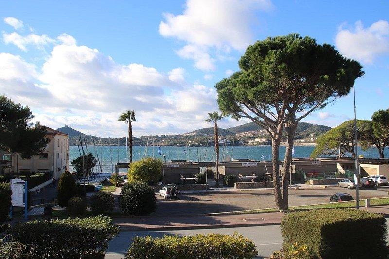 Agay Saint Raphaël en bord de mer pour 6 personnes, holiday rental in Agay