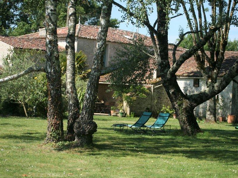L'Embellie maison charentaise entre mer et terroir   11 personnes piscine, alquiler de vacaciones en Saintes