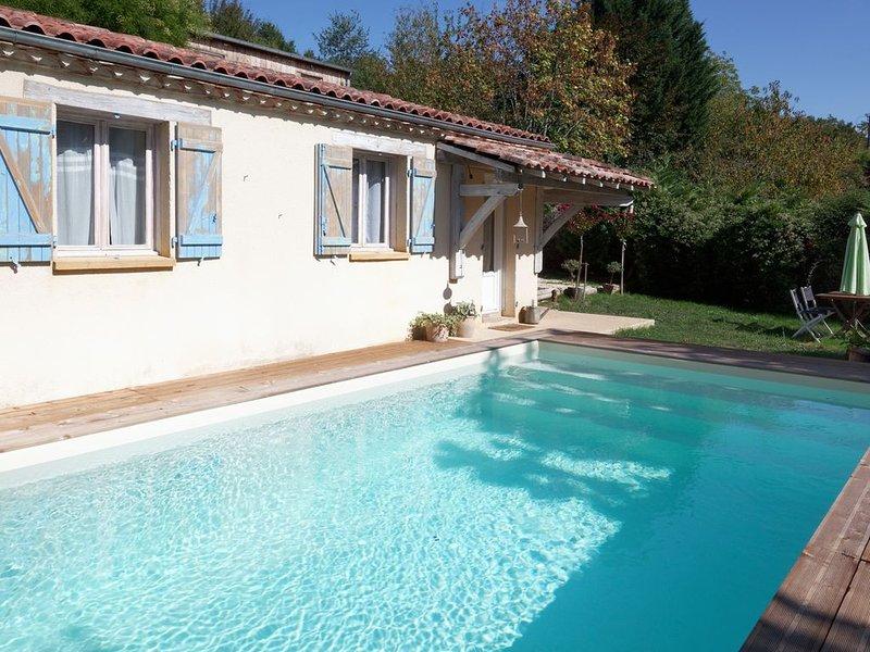 Petite maison à la campagne avec piscine privée, holiday rental in Sainte Croix