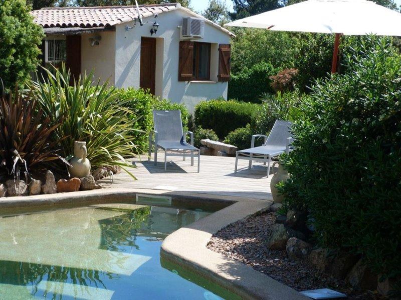 Mini villa pour 2 pers avec piscine et terrasse a  Porto Vecchio, aluguéis de temporada em Porto-Vecchio