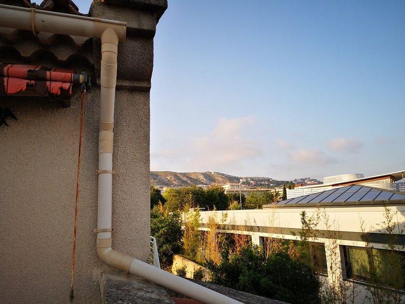Haut de villa avec terrasse, holiday rental in Les-Pennes-Mirabeau