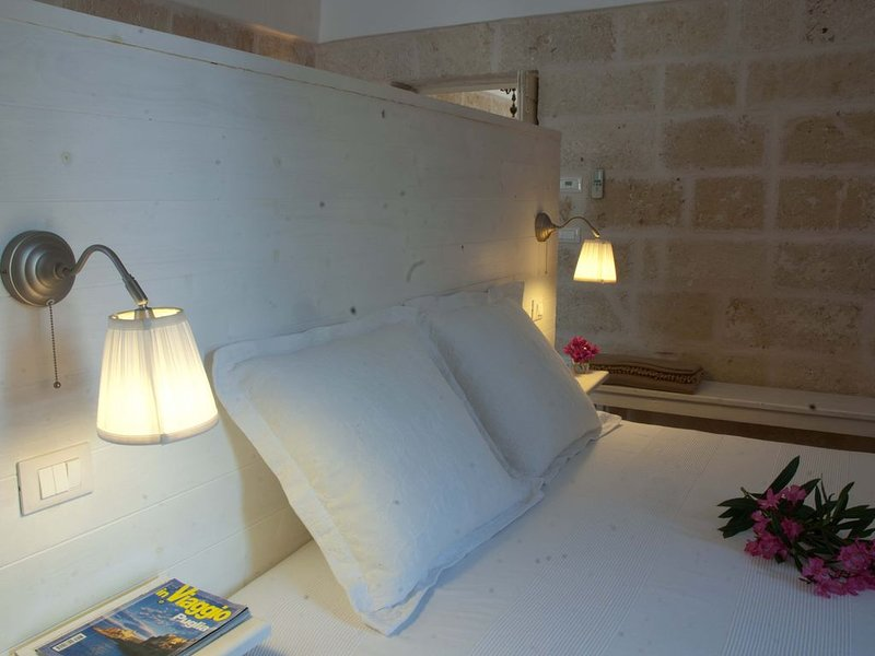 Masseria - ancienne maison de campagne a 3 min. de la mer, holiday rental in Savelletri