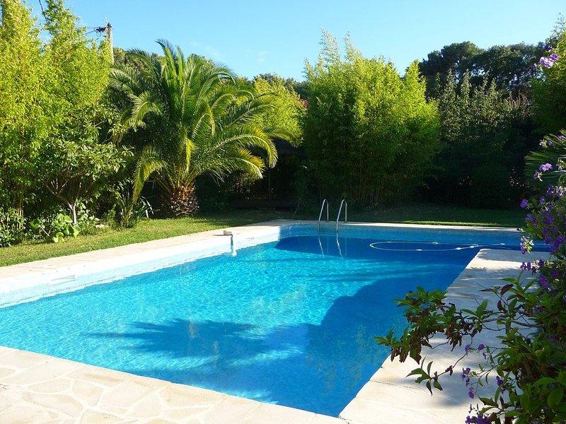 Très agréable villa contemporaine avec piscine et SPA Proximité plages du Brusc, holiday rental in Six-Fours-les-Plages