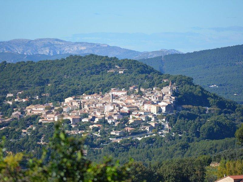 Superbe Vue Sur Le Village De La Cadière D'Azur., vacation rental in Le Beausset