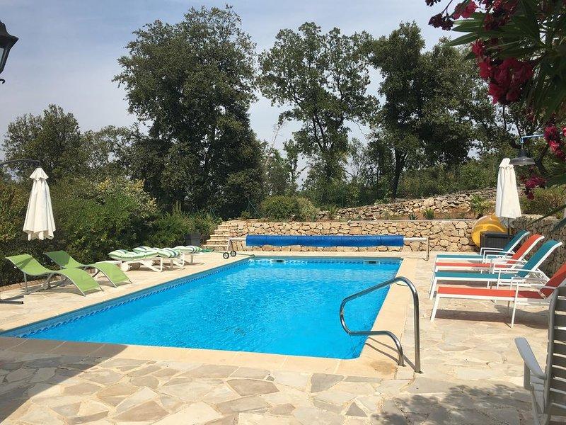Propriété de 12 personnes avec piscine privée, holiday rental in Cabasse