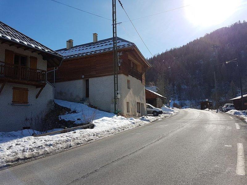 Petit T2 coquet dans un hameau, vacation rental in Saint-Clement-sur-Durance