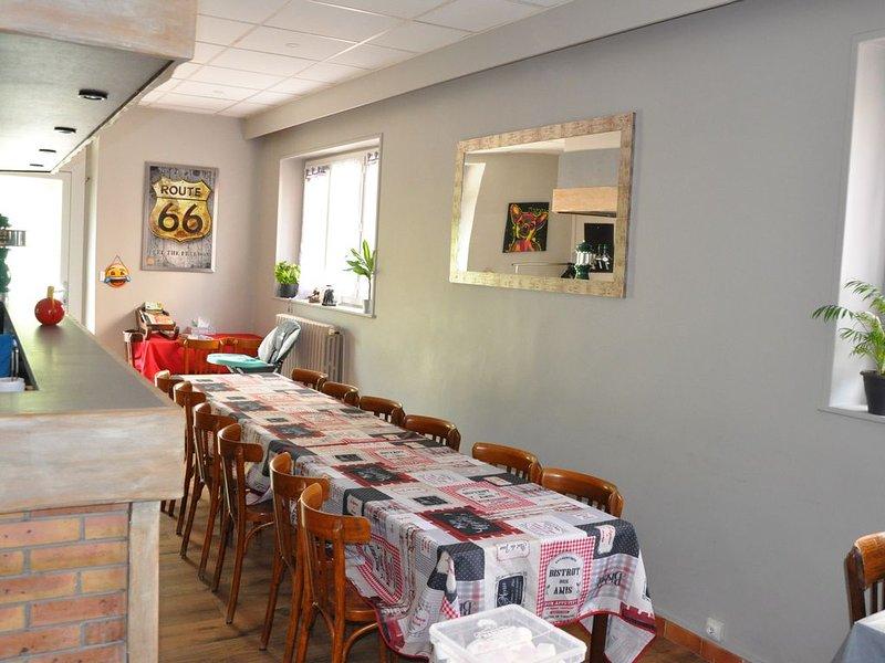 GITE LE BURON 15 PERSONNES, location de vacances à Rochefort-Montagne