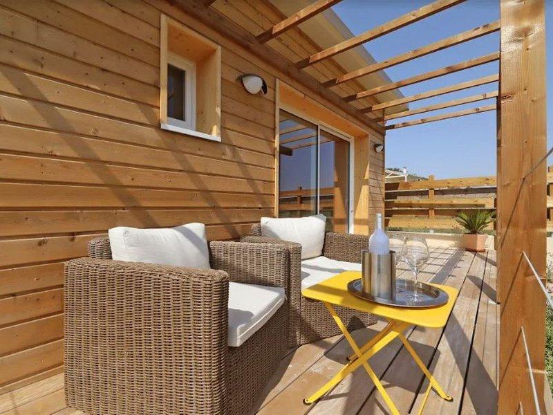 Cottage tout confort pour 2 personnes avec 1 enfant, holiday rental in Serenac