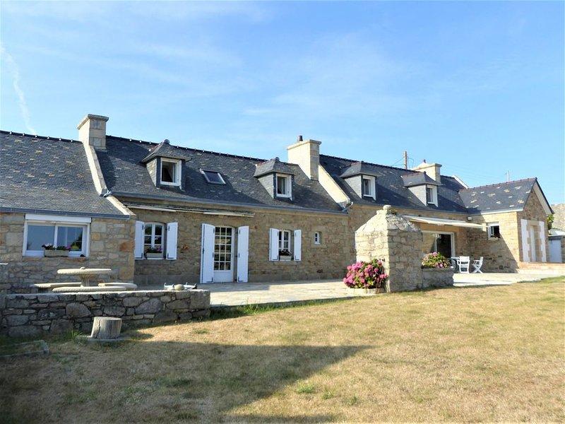 Magnifique longère avec vue panoramique à Audierne, holiday rental in Cleden-Cap-Sizun
