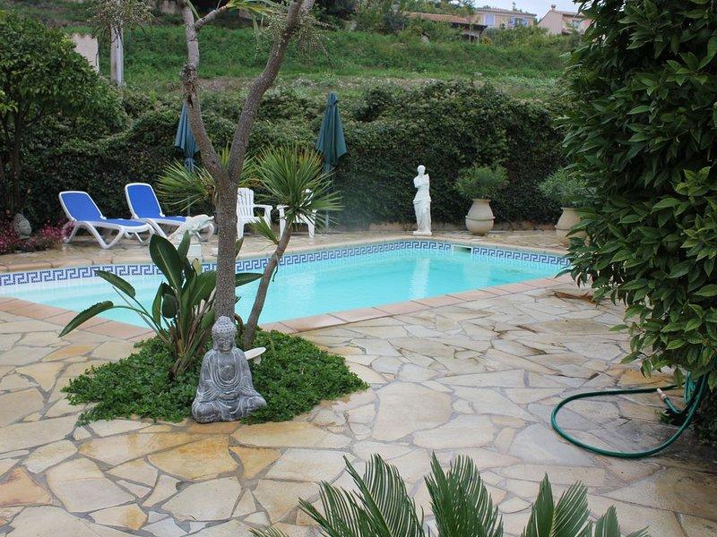 jolie petite maison de 110 m entre mer et montagne,à 10minutes de Cannes ., location de vacances à La Roquette-sur-Siagne