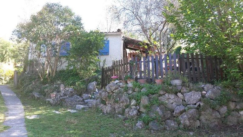 Maison à la campagne, calme , proche du village de Biot., Ferienwohnung in Biot