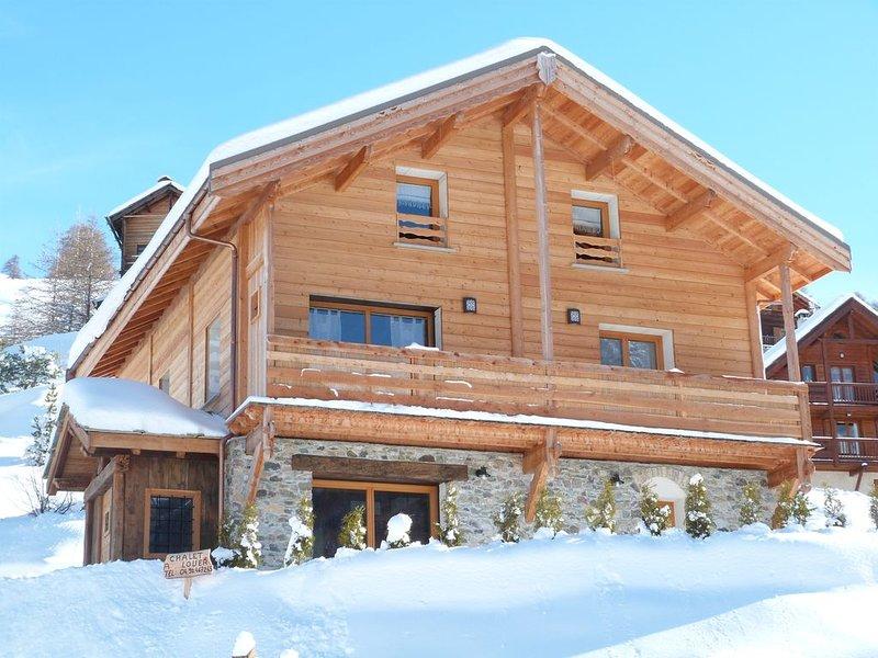 GRAND CHALET INDIVIDUEL  CLASSE 4 ETOILES , ENSOLEILLE , CALME ;, location de vacances à Hautes-Alpes