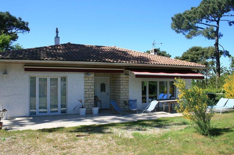 Grande maison familiale située à 2 mn à pied de la plage du bassin et commerces., holiday rental in Lege-Cap-Ferret