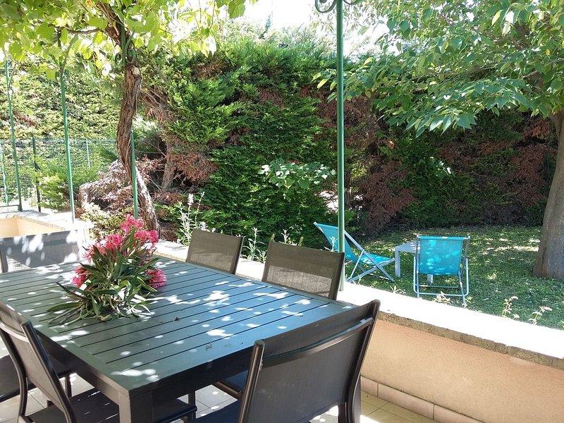 Gite 6 personnes dans un domaine viticole - Avec accès piscine, aluguéis de temporada em Camaret-sur-Aigues