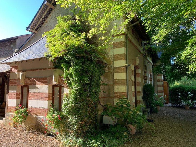 Maison de charme 14 personnes dans magnifique parc de château, location de vacances à Monthodon