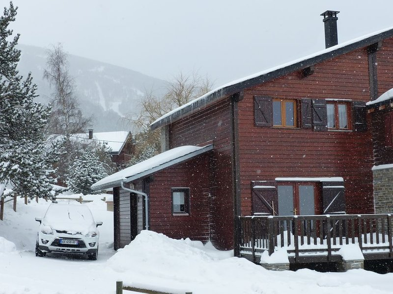 CHALET EYNE 2600 STATION CAMBRE D AZE, holiday rental in Mont-Louis
