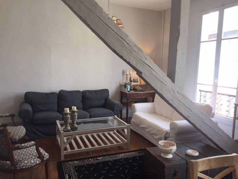 Magnifique appartement de caractère, location de vacances à Uzer