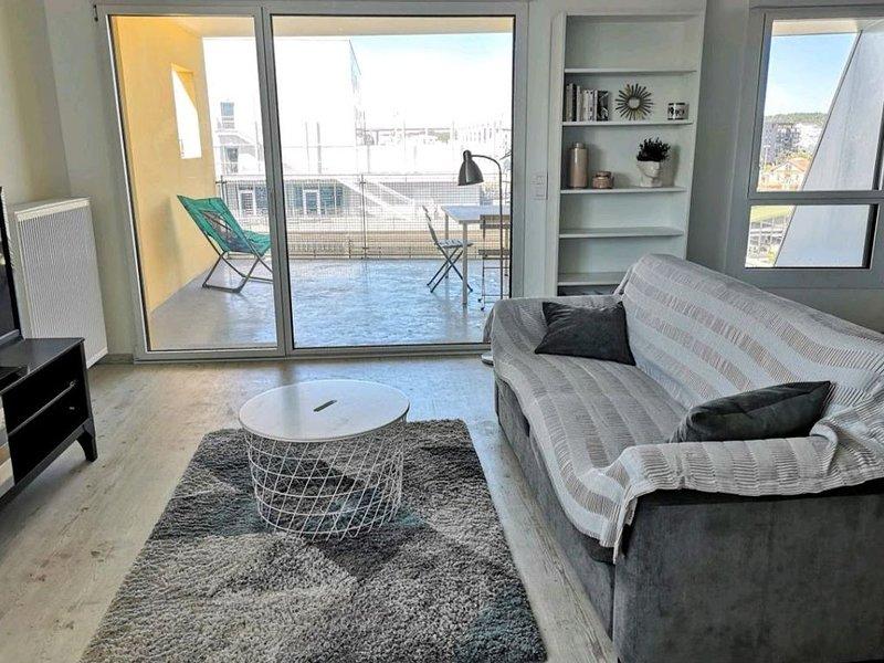 joli appartement avec vue + parking dans le quartier des  nouveaux chartrons, location de vacances à Lormont