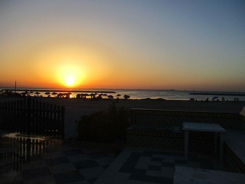 jolie duplex pied dans l'eau à soliman plage, location de vacances à Hammamet