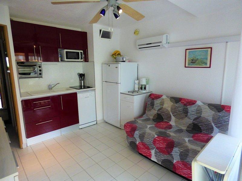 Superbe studio cabine 4 personnes en RDC, holiday rental in Marseillan Plage