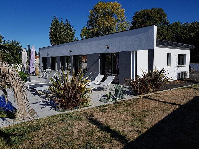Belle villa contemporaine avec piscine  chaufer, vacation rental in l'Eguille sur Seudre