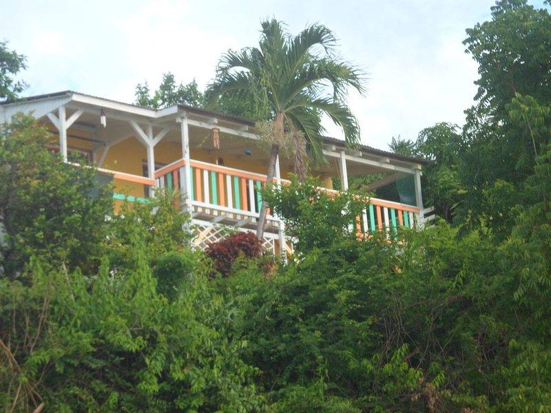 MAISON CRÉOLE AU COUCHER DE SOLEIL, location de vacances à Bouillante