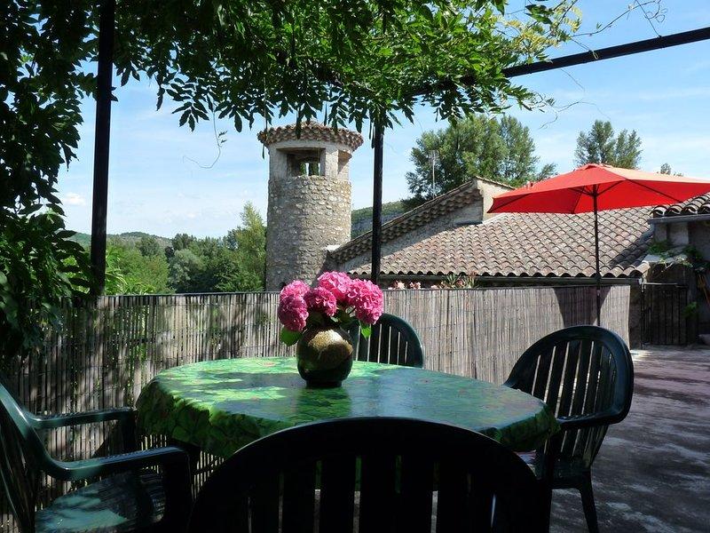 Gite de vacances pour 4-5 pers, bord de riviere. Sud Ardèche, climat méridional, location de vacances à Rosières