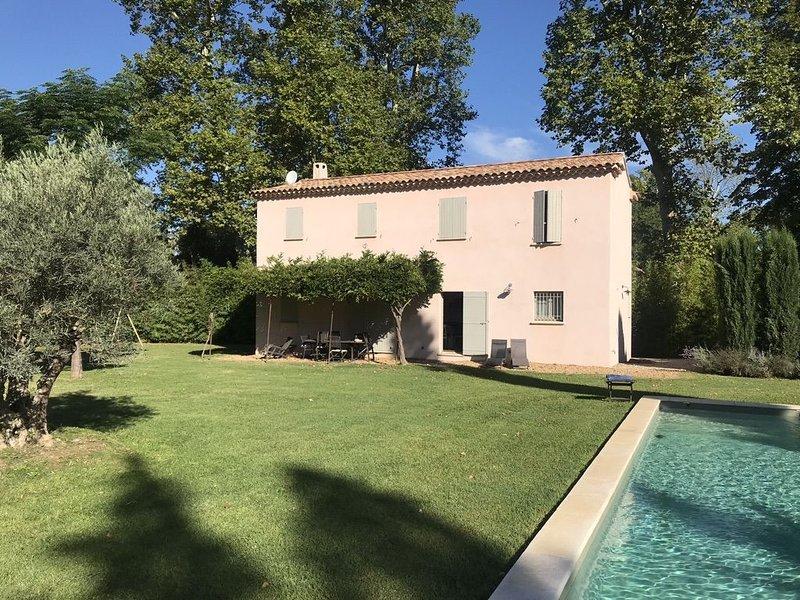 Mas du Grès : piscine chauffée, pétanque, portique, tennis, vue Alpilles, calme, casa vacanza a Mas-Blanc-des-Alpilles