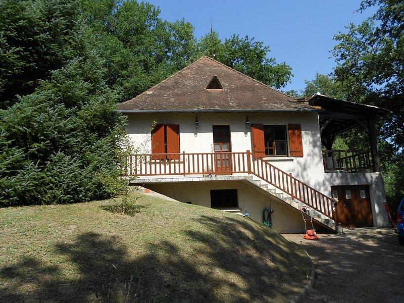 Maison dans un cadre nature, au calme et à l'air pur de la campagne, holiday rental in Saint-Remy