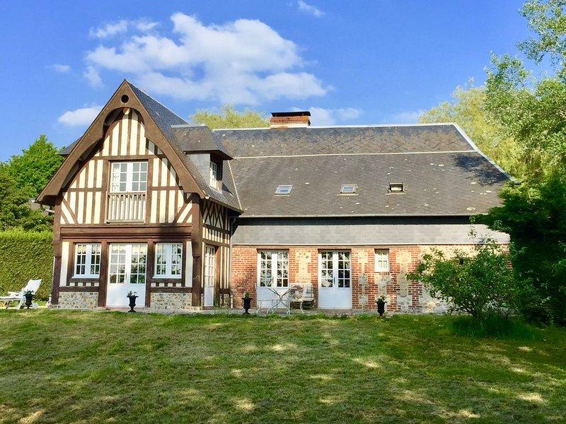 Grand gîte normand et petite dépendance, casa vacanza a Bourgeauville