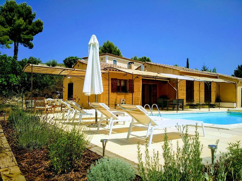 Villa 'LA BAGUENAUDE' de plein pied pour 5 personnes, holiday rental in Gargas