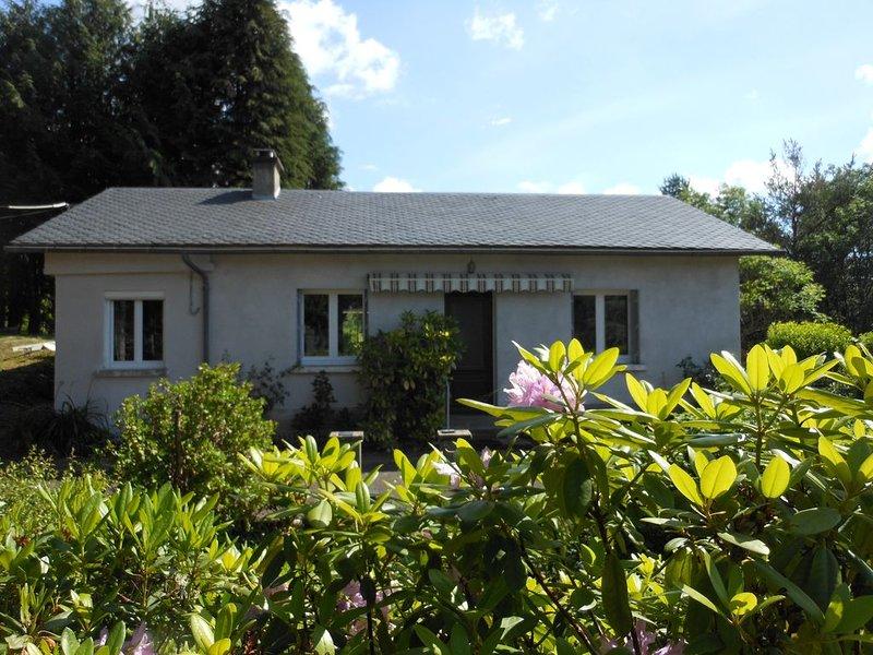 La maison au calme sur la colline, location de vacances à Saint-Genès-Champespe