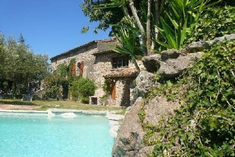 Mas Cévenol entièrement rénové à l'abri des regards et du bruit avec piscine, location de vacances à Monoblet