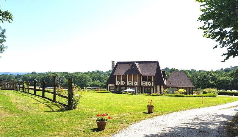 Chambre d'hôtes L'herbe aux Vaches près de Deauvile, casa vacanza a Bourgeauville