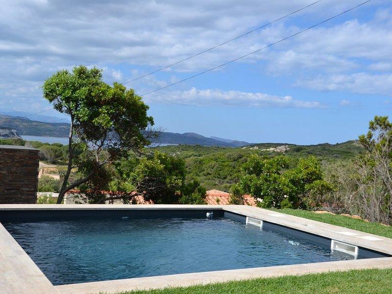 VILLA  DUPLEX AVEC PISCINE PRIVEE VUE MER 3 CHAMBRES FAMILY, holiday rental in Bonifacio