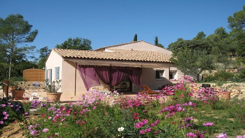 CHARMANTE PETITE MAISON, holiday rental in Entrecasteaux