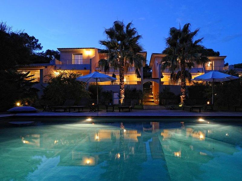 Villa de charme *** avec piscine chauffée, proche centre ville, aluguéis de temporada em Porto-Vecchio