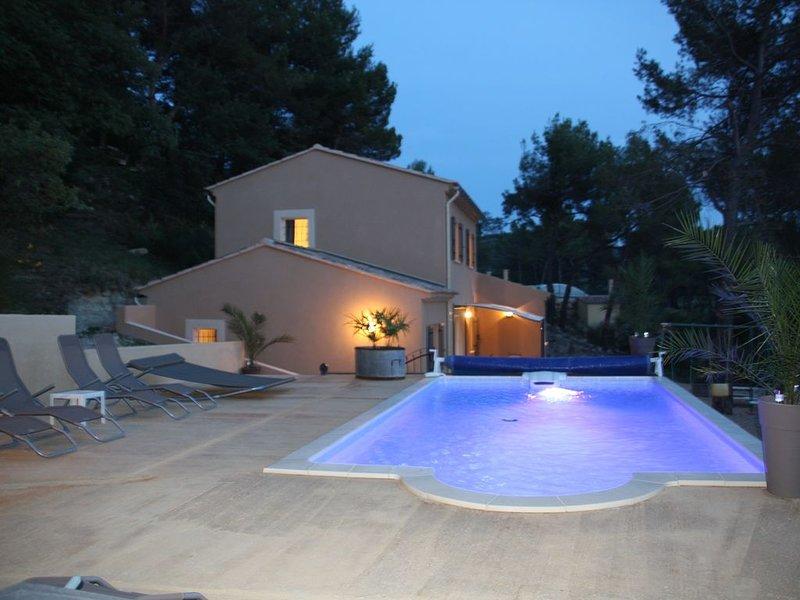 Maison récente accueillant 8-10 personnes , piscine privative, calme et intimité, location de vacances à Mollans sur Ouveze