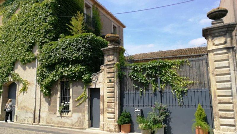 Maison traditionnelle vigneronne, location de vacances à Neffiès