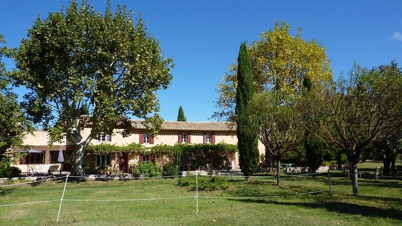 Partie centrale d'un Mas Provençal dans la campagne aixoise, holiday rental in Les Milles