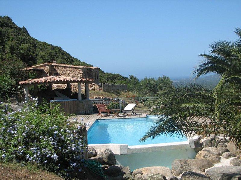 VILLA EN PIERRES ISOLEE AVEC DE MAGNIFIQUES VUES PANORAMIQUES, vacation rental in Figari