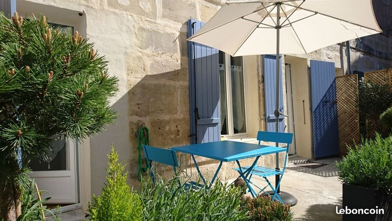 RARE: T2 RDC avec terrasse centre-ville nid douillet lumineux, vacation rental in Beurlay