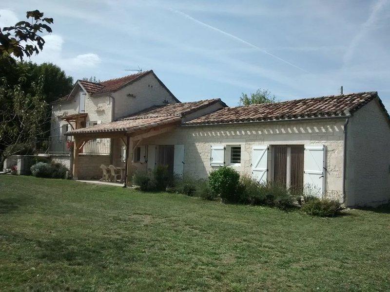 Gite de caractère, 4*, calme et reposant, au cœur des Causses du Quercy., vacation rental in Labastide-de-Penne