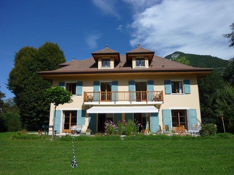 Belle maison spacieuse, tout confort, grand jardin clos, proche lac et village., holiday rental in Echarvines