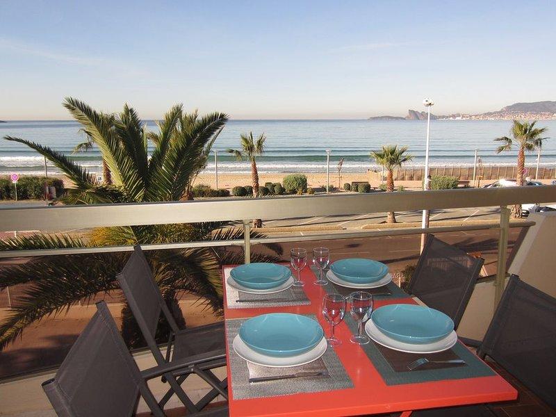 Grand T2+cabine (50m²) rénové 4 à 5 personnes en front de mer avec parking, holiday rental in Saint-Cyr-sur-Mer