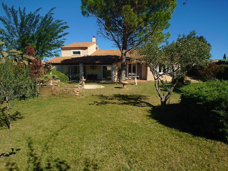 Villa avec piscine sécurisée et jardin clôturé, casa vacanza a Reauville