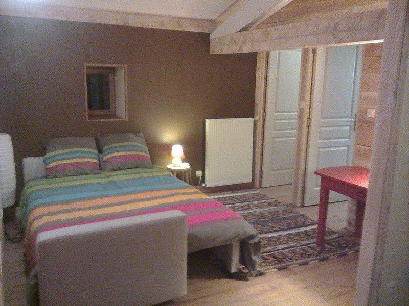 Le Chalet du Parc calme et dans la verdure., vacation rental in Le Peage-de-Roussillon