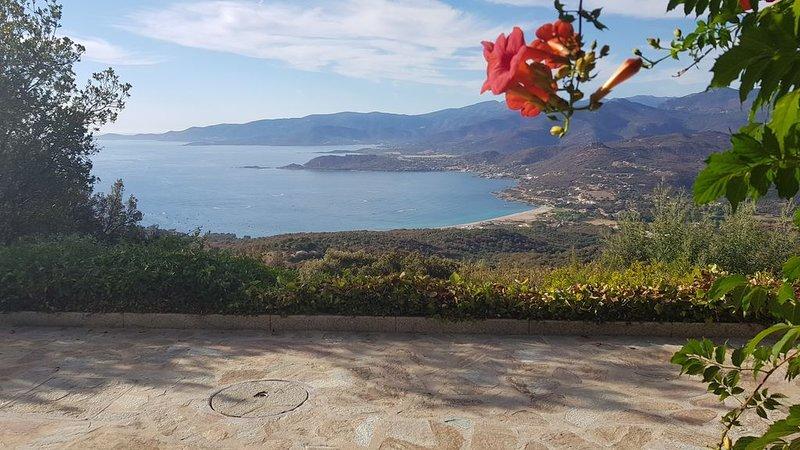 Villa Luxueuse avec vue panoramique époustouflante sur la mer et la montagne, holiday rental in Valle-di-Mezzana