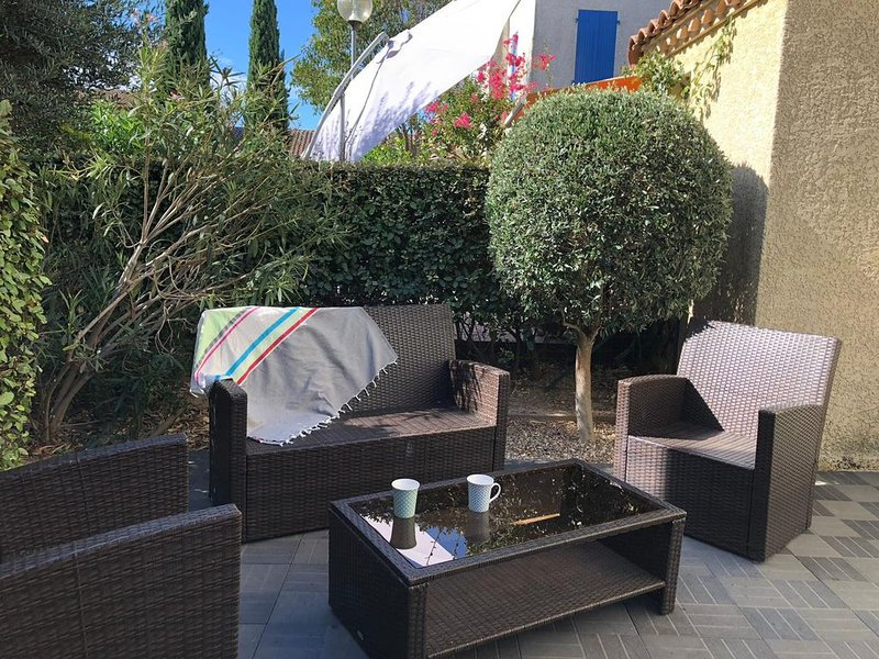 Maison avec piscine au pied des remparts /House with swimming pool, holiday rental in Aigues-Mortes